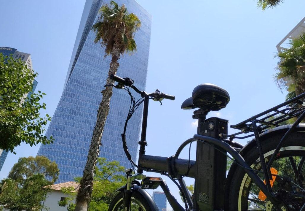 להרכיב ילדים על אופניים חשמליים