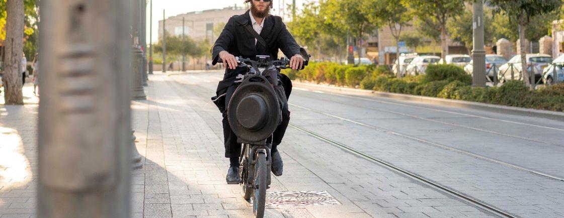 אופניים חשמליות בירושלים, רוכבים על אופניים חשמליים בירושלים