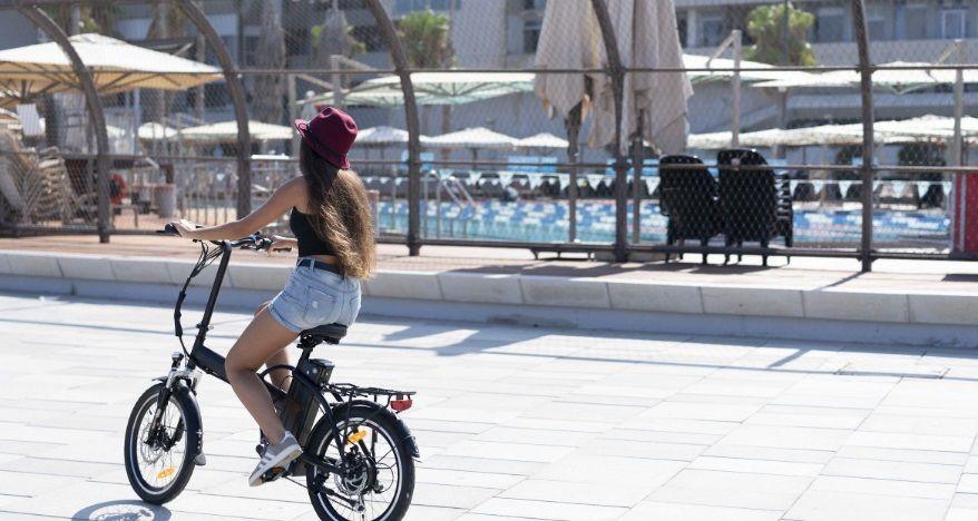 תאונת אופניים חשמליים בדרך לעבודה היא תאונת עבודה (אבל זה לא תמיד פשוט)