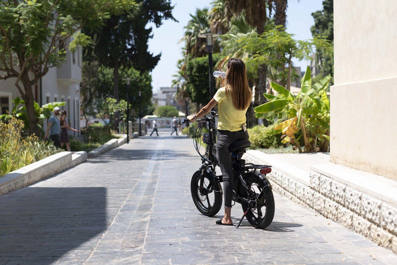 אופניים חשמליים בקיץ - טיפים לעונה החמה