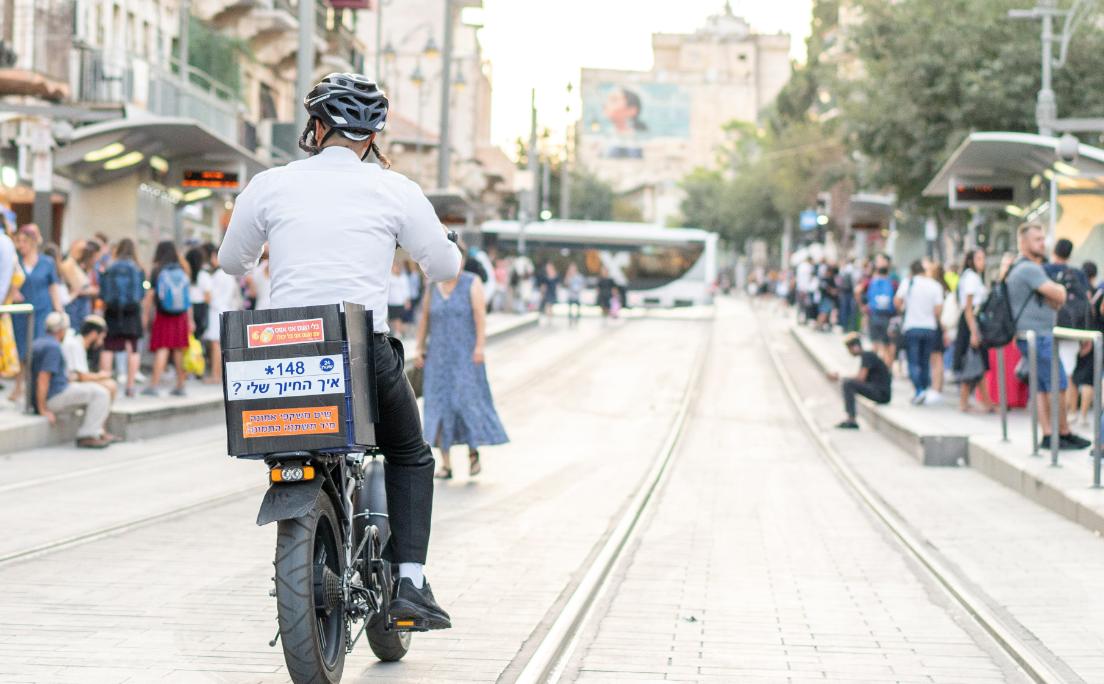 הקורונה סגרה את התחבורה הציבורית והישראלים עלו על אופניים חשמליים